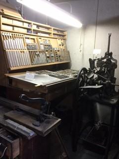 植字台と鋳造機